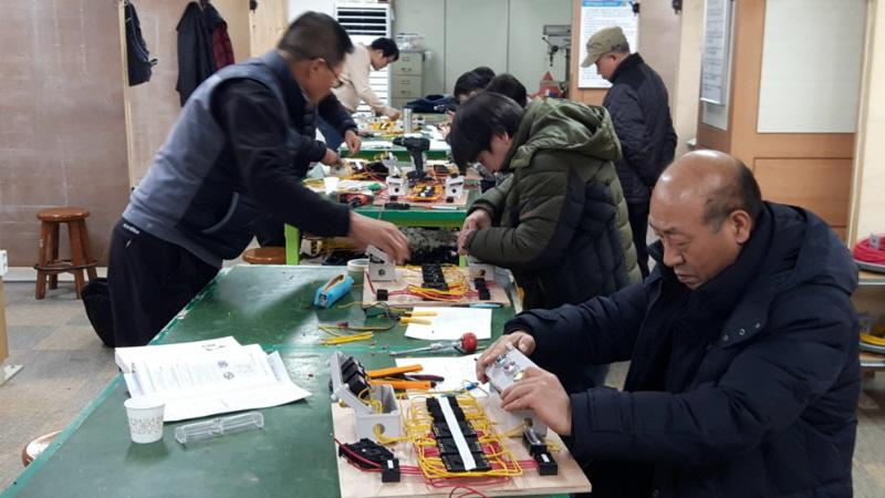일자리창출팀-수정구 산성동 한국폴리텍 성남캠퍼스에서 승강기 설치·유지보수 전문인력 과정 훈련 참여 중