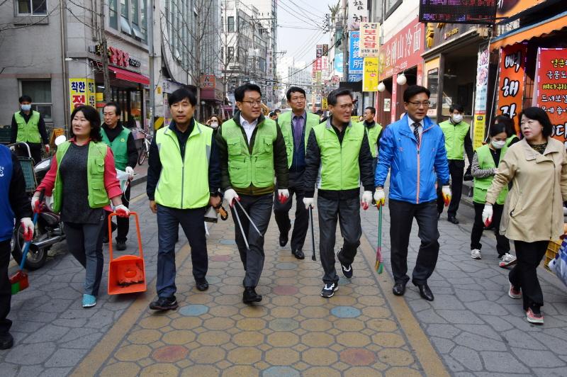 성남시는 3월 27일을 '새봄맞이 대청소의 날'로 운영했다