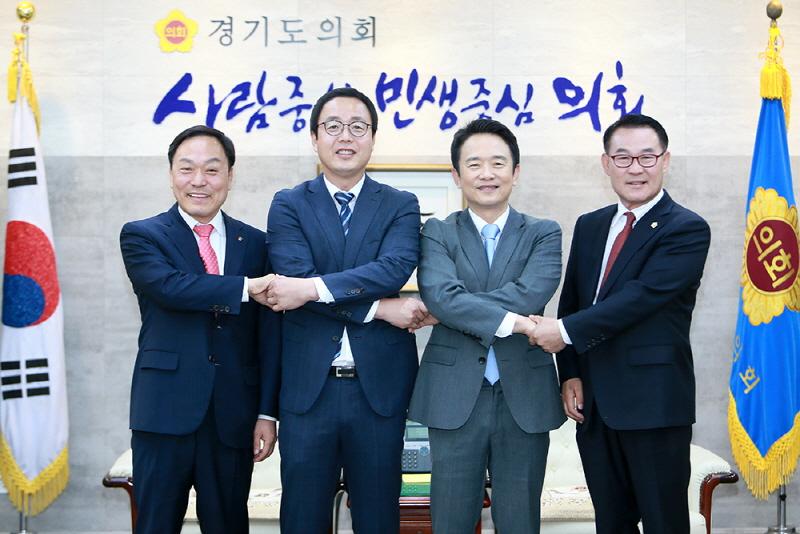 4자 협의체 회의 기념촬영