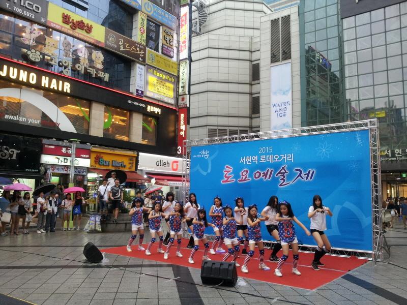 관광과-(자료사진)서현역서 열린 성남 토요예술제 때 태평1동 용감한녀석들 공연