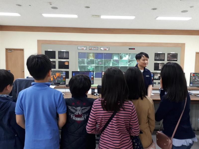 환경정책과-서당초 4학년생들이 판교 크린타워를 견학 왔다(4월 2일)