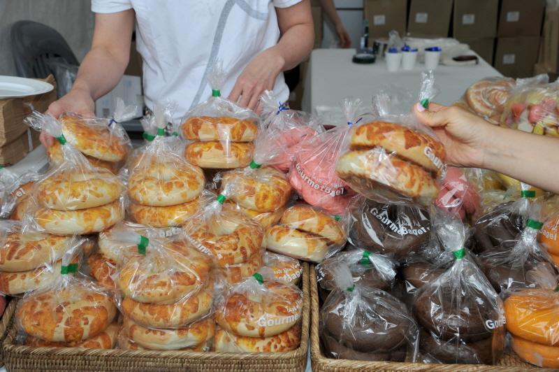 식품안전과-성남시청서 열린 식품안전의 날 행사 때건강 빵 부스
