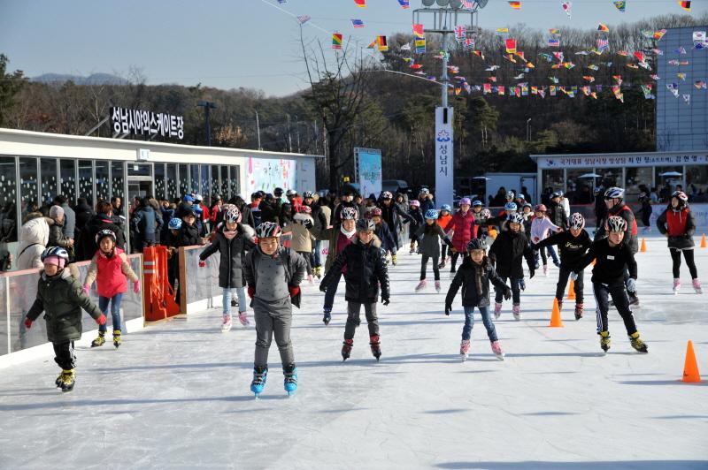 체육진흥과-중원구 여수동 성남시청 야외 스케이트장(지난해 12월)