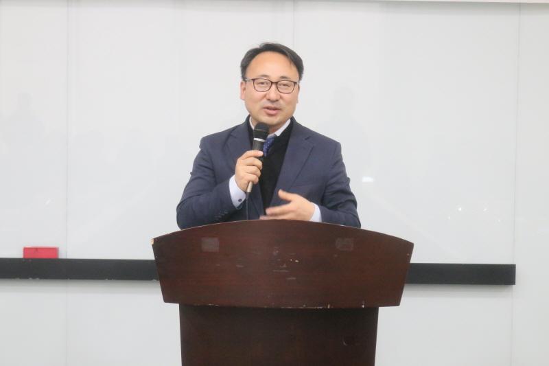 제3대 성남시인터넷기자협회 이준호(분당판교뉴스) 회장이 취임사를 하고 있다.