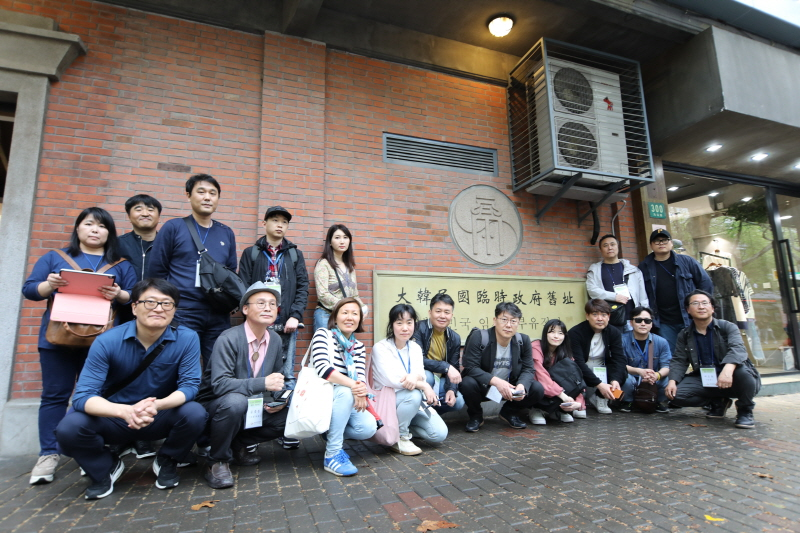성남문화재단 독립운동가 웹툰 프로젝트 참여작가와 재단 관계자들이 지난 9일 상해 임시정부청사를 방문했다