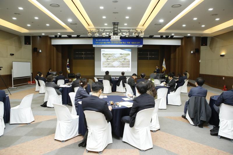성남시 유망기업인 팬옵틱스 김장선 대표가 협업성공사례를 발표하고 있다