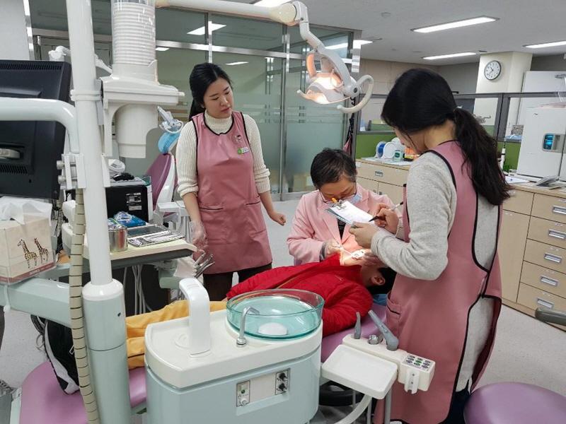 수정구보건소-성남시 초등학생 치과주치의사업 4·5학년으로 확대 시행(자료사진)