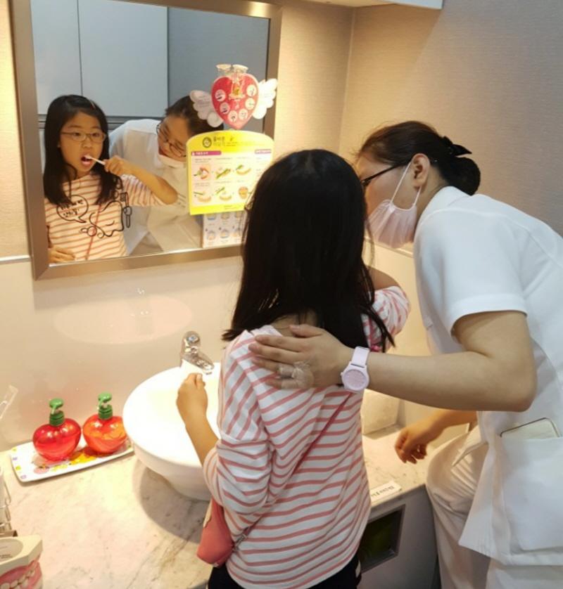 수정구보건소-성남시 초등학생 치과주치의사업 4·5학년으로 확대 시행(칫솔질 교육)