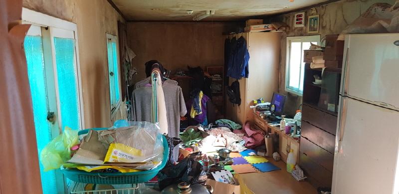 사진제공=경기도청-여주시 체납관리단이 발굴해 복지부서에 연계한 사례자가 살고 있는 콘테이너 모습