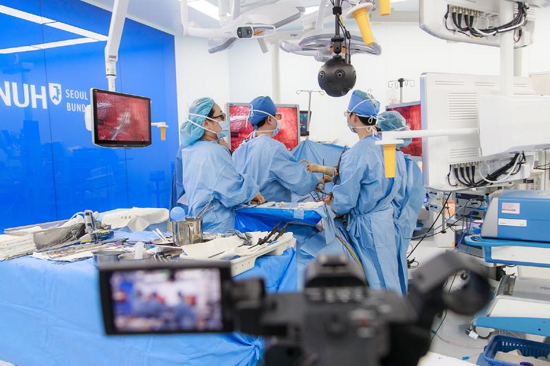 360 vr영상 및 고화질 영상으로 유튜브에 실시간 송출된 폐암수술