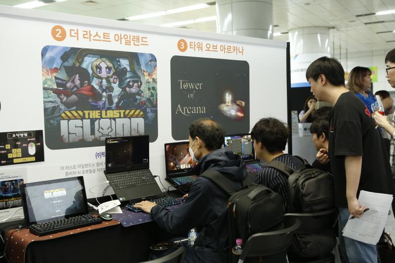 시민들은 인디크래프트 행사를 통해 인디게임을 즐겼다