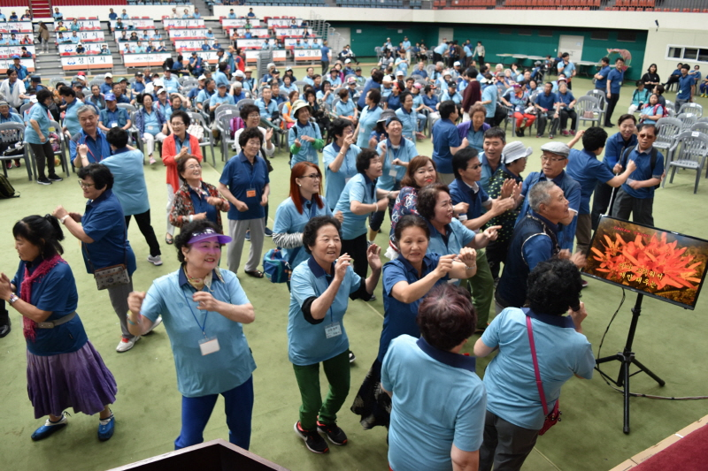 장애인복지과-지난해 6월 성남종합운동장에서 열린 성남시 장애인 한마음 축제 때 장기자랑