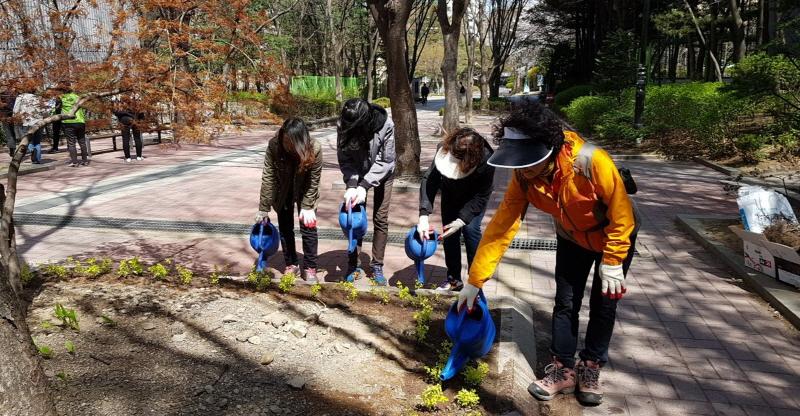 고용노동과-성남시 공공근로 중 지역 환경정비사업 분야 참여자들